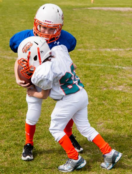 Figure 9.6 Open-field tackling technique.